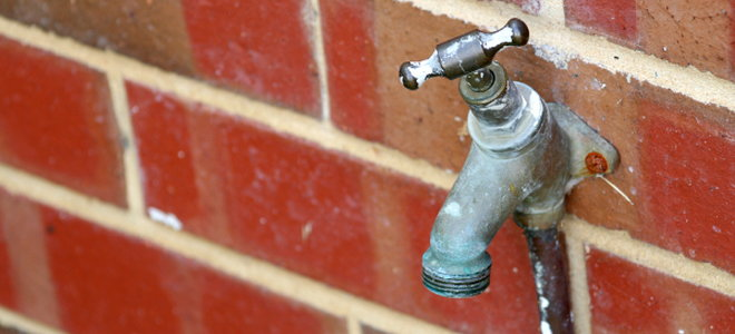 an outdoor faucet with no water running