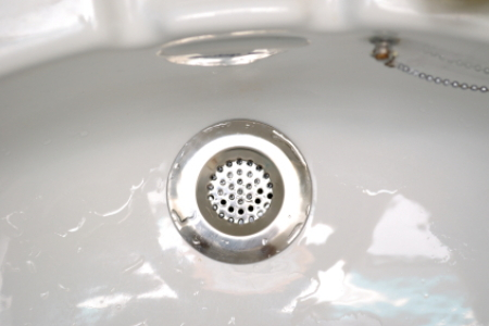 What You Need To Know When Unclogging Bathtub Drains
