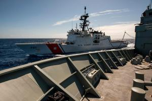 HMAS Success refuels USCGC Waesche RIMPAC2014