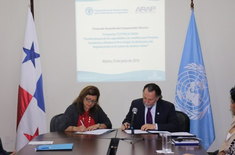 Panama and FAO representatives sign agreement to cooperate against illegal fishing ( Panama 24 Horas / June 15, 2016)
