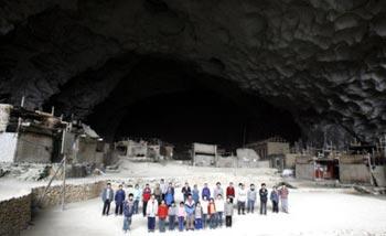 Moderni trogloditi---villaggio in una grotta