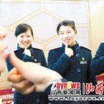 Stazione cinese insegna linguaggio dei segni