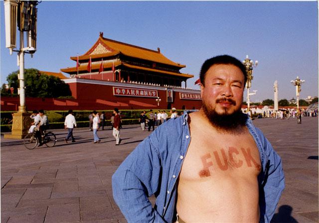 La provocazione di Ai Weiwei in piazza Tiananmen