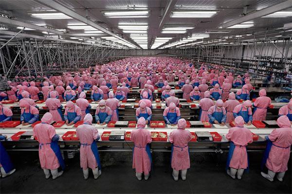 Burtynsky_Manufacturing_China001-vita lavorativa nelle fabbriche cinesi