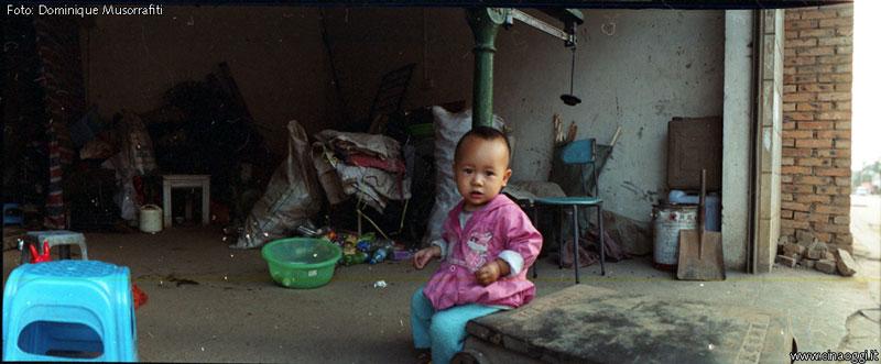 periferie cinesi - bambina cinese