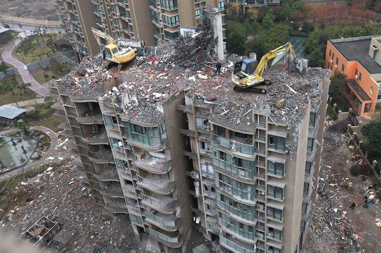 Demolizione di un palazzo