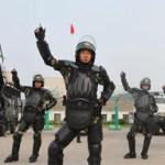 """Little Apple"" cattura la polizia ed i soldati cinesi"