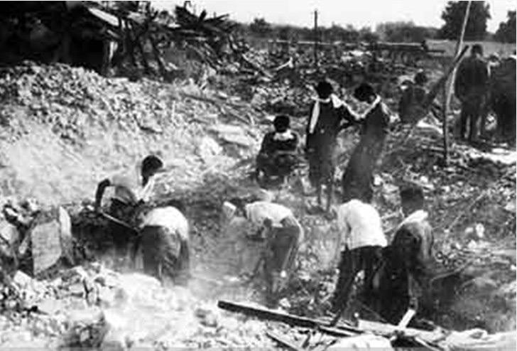Numerosi dei sopravvissuti erano imprigionati sotto le macerie.