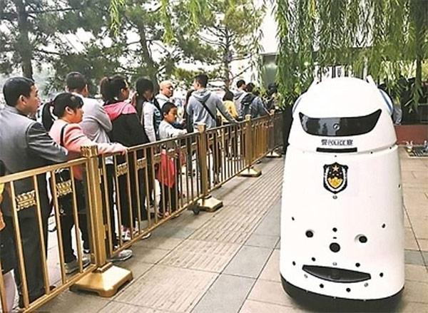 robot di sorveglianza cinese