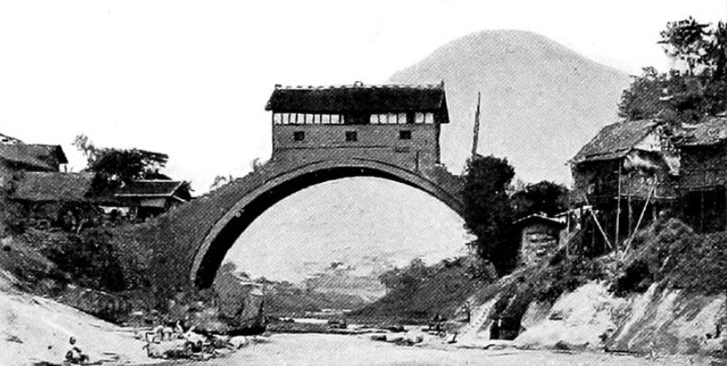 Un ponte a singola arcata a Wan Hsien
