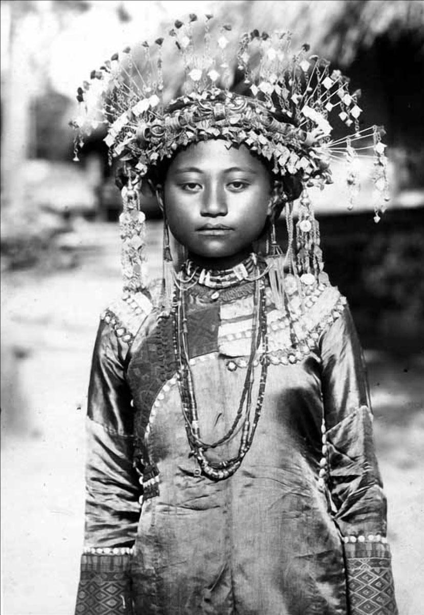 Una ragazza della tribù di Taiwan Paiwan