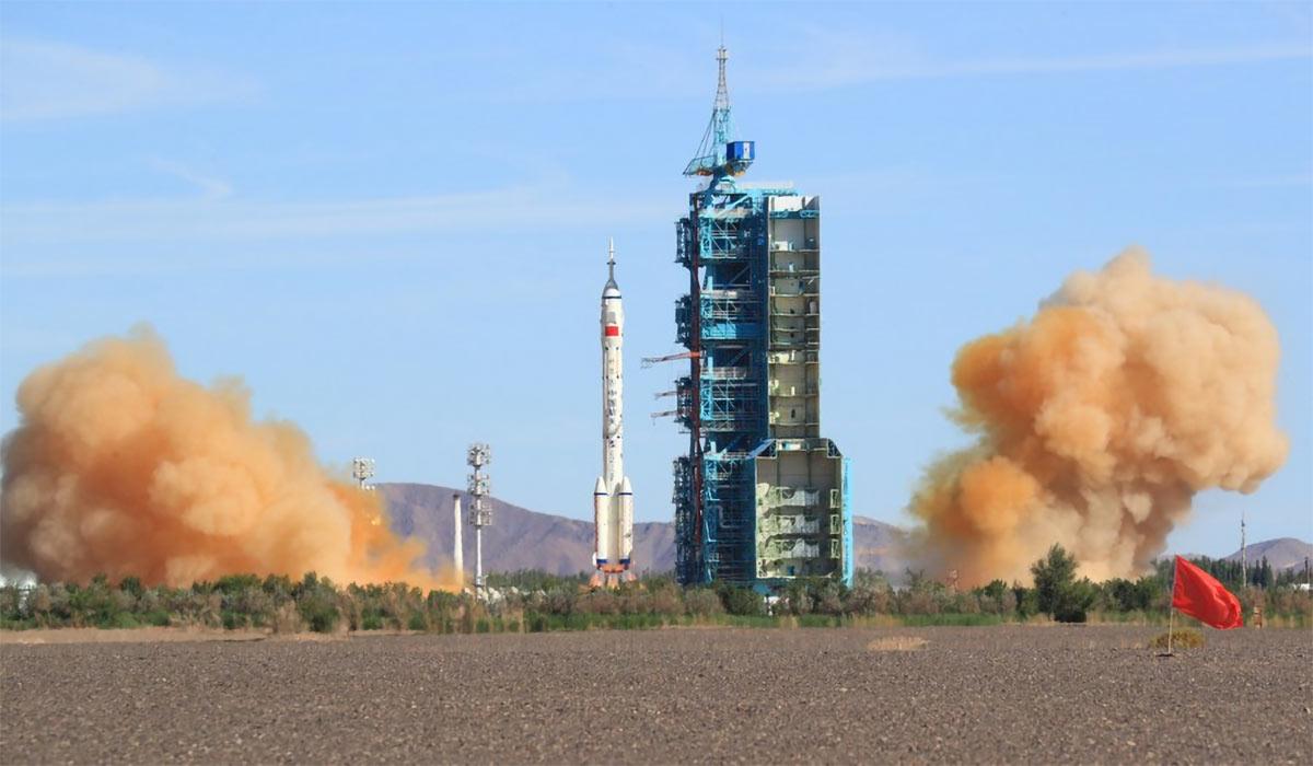La navicella Shenzhou-12 attracca al modulo della stazione spaziale cinese