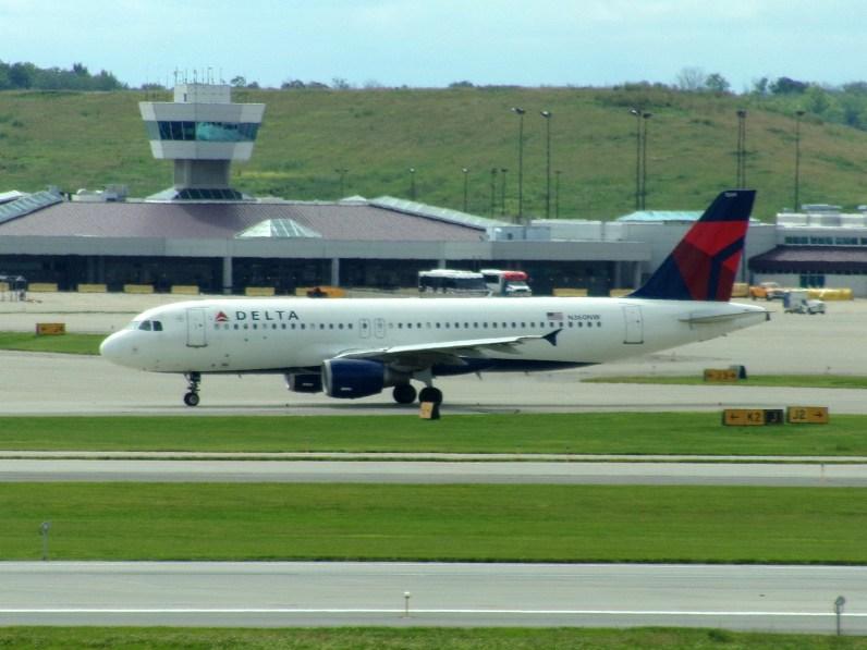 CVG Delta A320 N360NW
