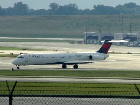CVG Delta MD-88 N900DE