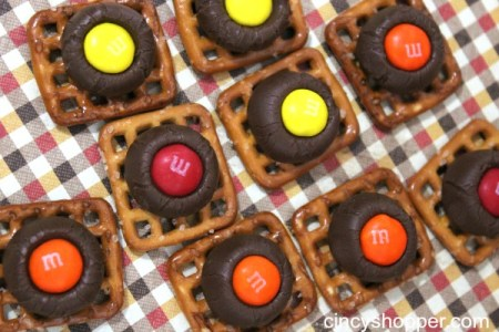 Fall Pretzel Kisses {CincyShopper}