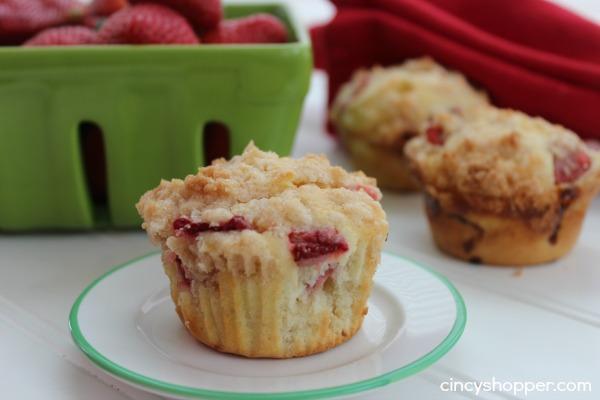 Strawberry-Cheesecake-Muffins-4