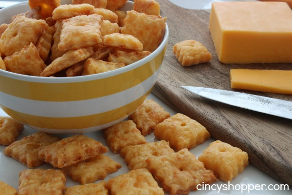 Homemade-Cheez-Its-Recipe