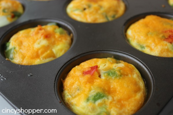 Omelet Breakfast Bites- Perfect breakfast idea for serving a crowd. Potatoes, veggies and egg. YUM!