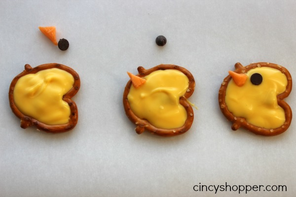 Easter Pretzel Chicks Treat