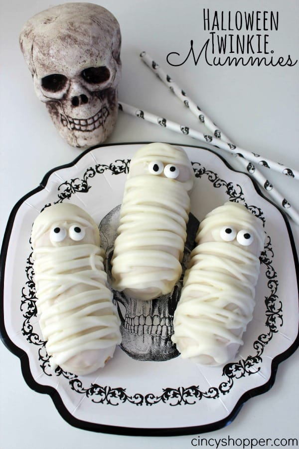 Halloween Twinkie Mummies - Super fun and easy Halloween party or treat idea.