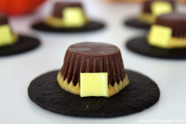 Thanksgiving Pilgrim Hat Treats-If you are looking for a fun and kid friendly Thanksgiving Treat these will be perfect! Super simple treats to make Thanksgiving a bit extra special for the kiddos.