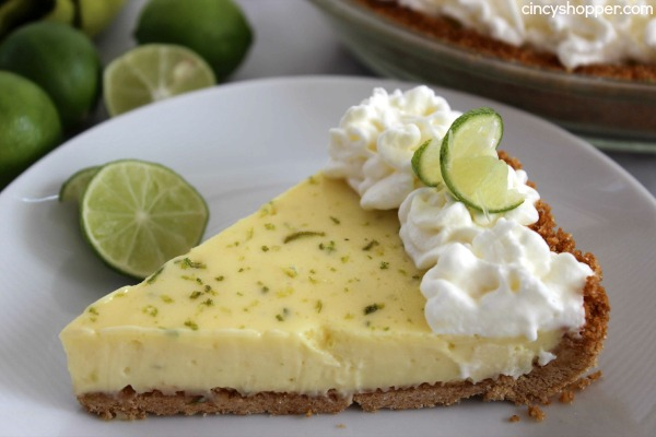 Key Lime Pie Recipe- The best Key Lime Pie I have had yet! The pie starts with a super simple sweetened  graham cracker crust, followed by a tart and custard like filling. Then finished off with slightly sweetened whipped cream. Refreshing spring and summer dessert.