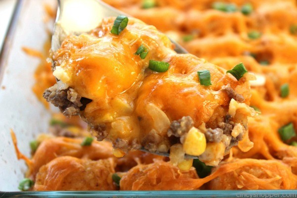 Cheesy Tater Tot Casserole -ground beef, cream of mushroom soup, tater tots and lots and lots of cheese makes for a great family meal.