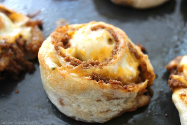 Taco Pizza Pinwheels -make for a great appetizer, dinner or snack idea. Hand held taco pizza rolls that can be topped with your favorite toppings.