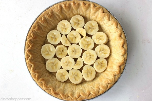 Easy Banana Cream Pie - quick and easy dessert with just a couple ingredients. Simple holiday pie.