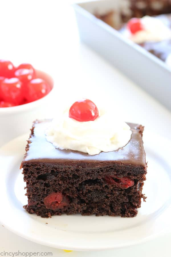With just 4 Ingredients, you can make this super easy Chocolate Cherry Cake. Perfect for potlucks, summer BBQ's, or evening dessert. #4Ingredient #EasyCake