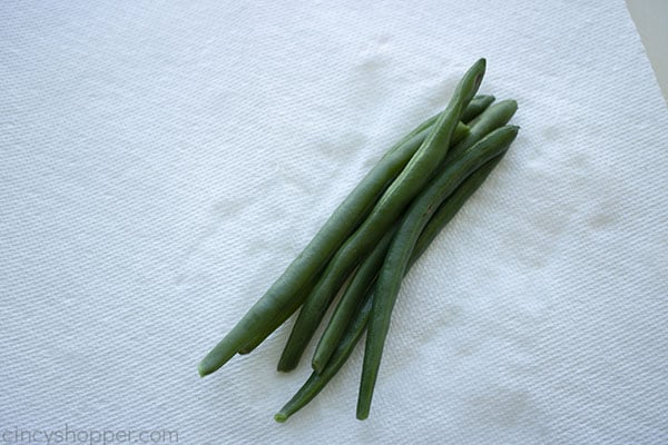 paper towel to dry green beans