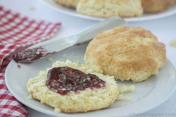 Biscuit on a plate with jam