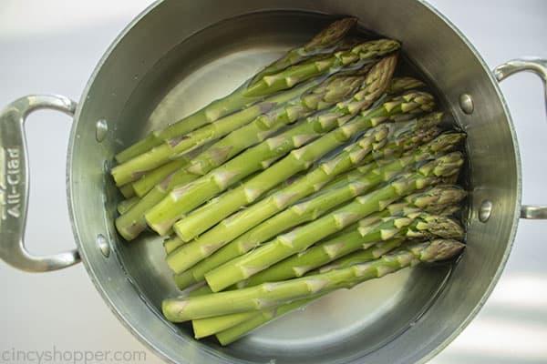 Boiling asparagus