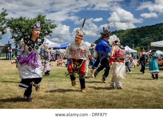 traditional-dancing-at-annual-kanatsiohareke-mohawk-indian-festival-DRF87Y