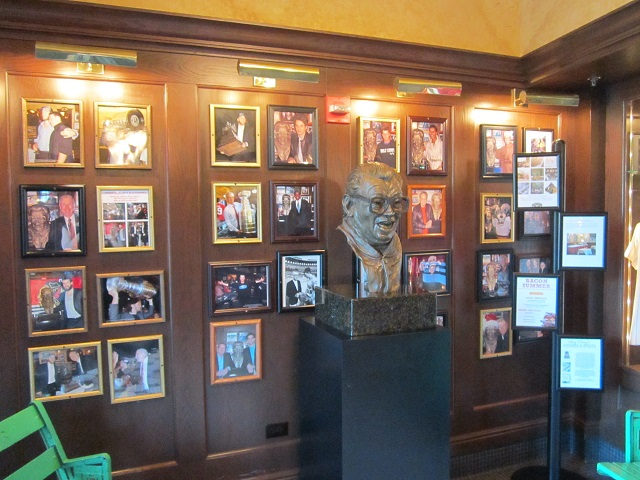 Harry Caray's Restaurant inside entrance