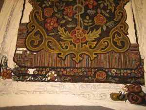 Rug Hooking border on large rug
