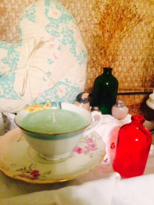 vintage meets playful tea cup candle