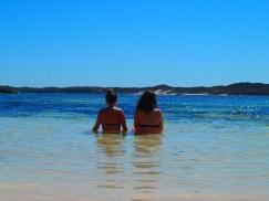 Seules sur ce petit bout de plage