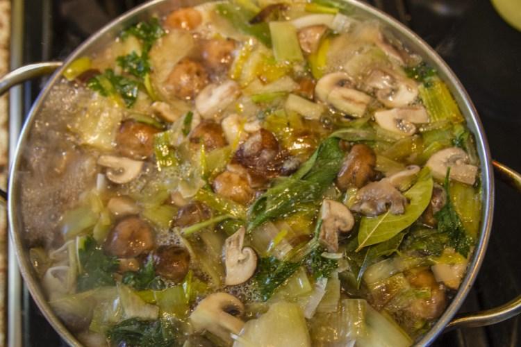 simmering mushroom stock