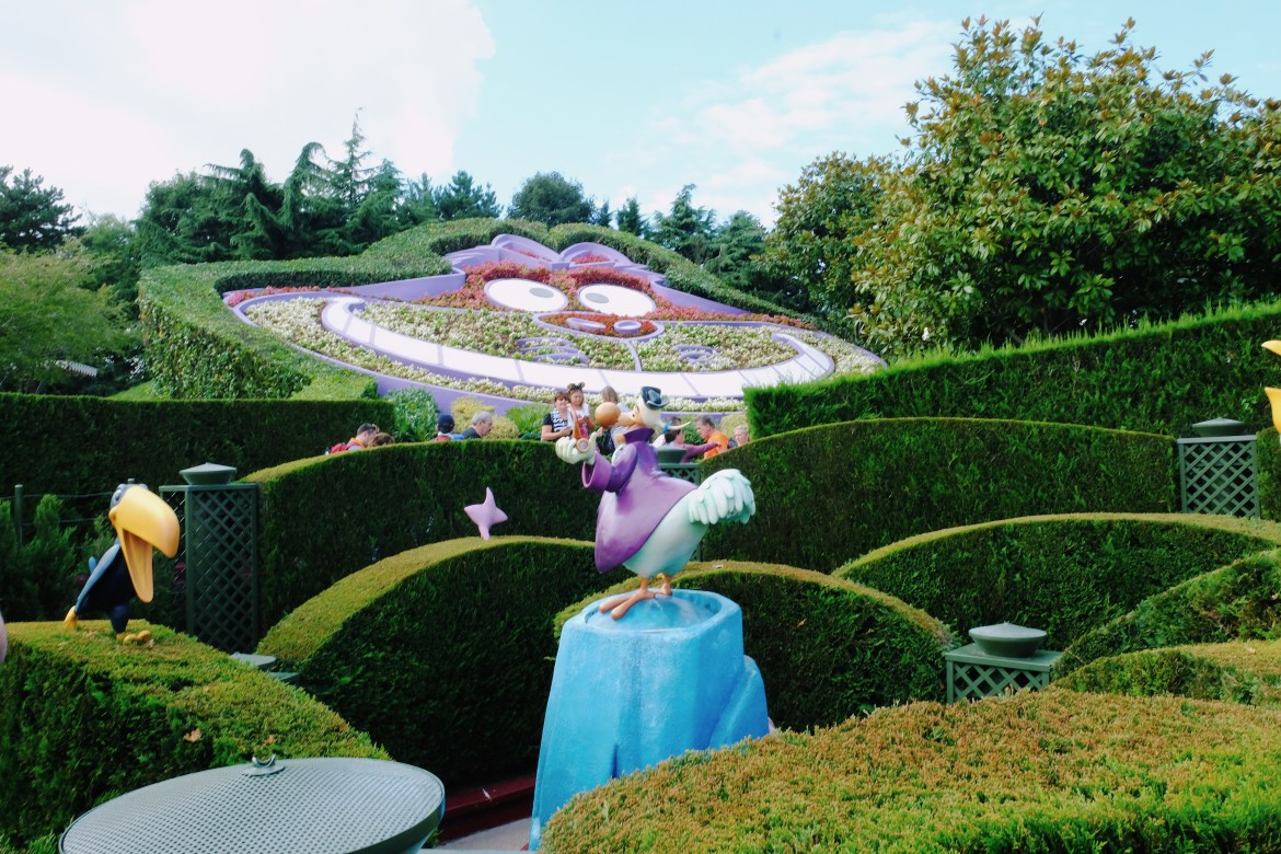 Disneyland alice in wonderland