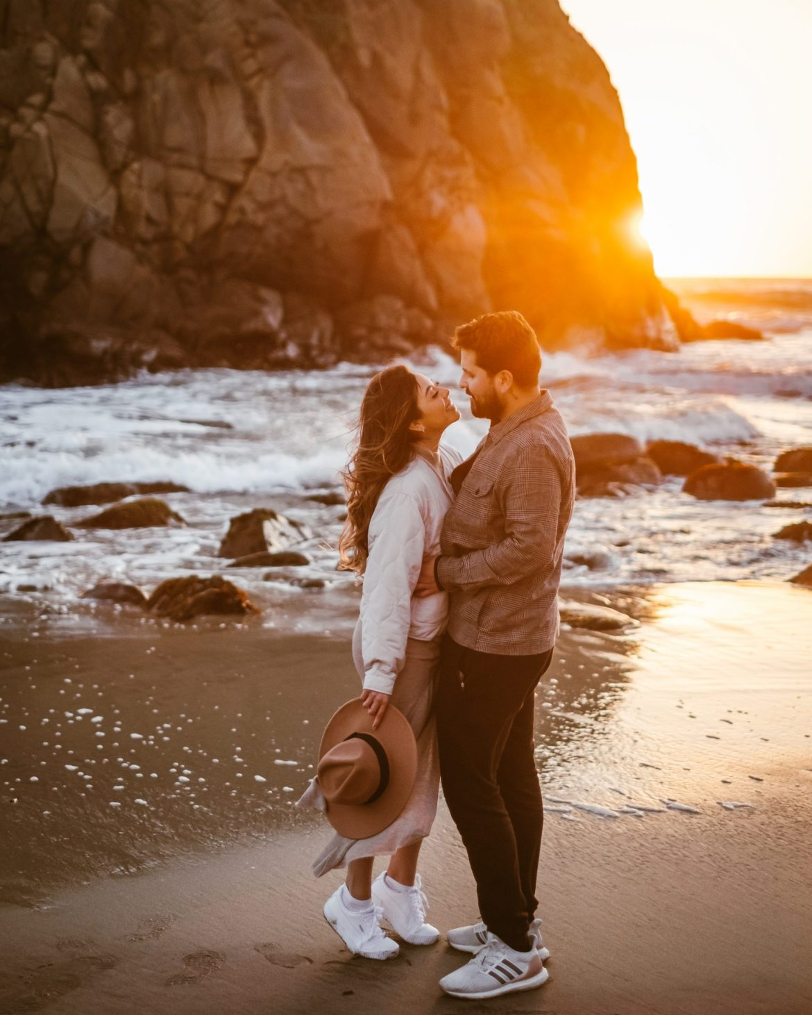 Golden Moments on a Golden Coast - sunset photoshoot, Big Sur photoshoot, Big Sur outfit, creative photography, photo ideas, California, outfit ideas, beach outfit, engagement photography