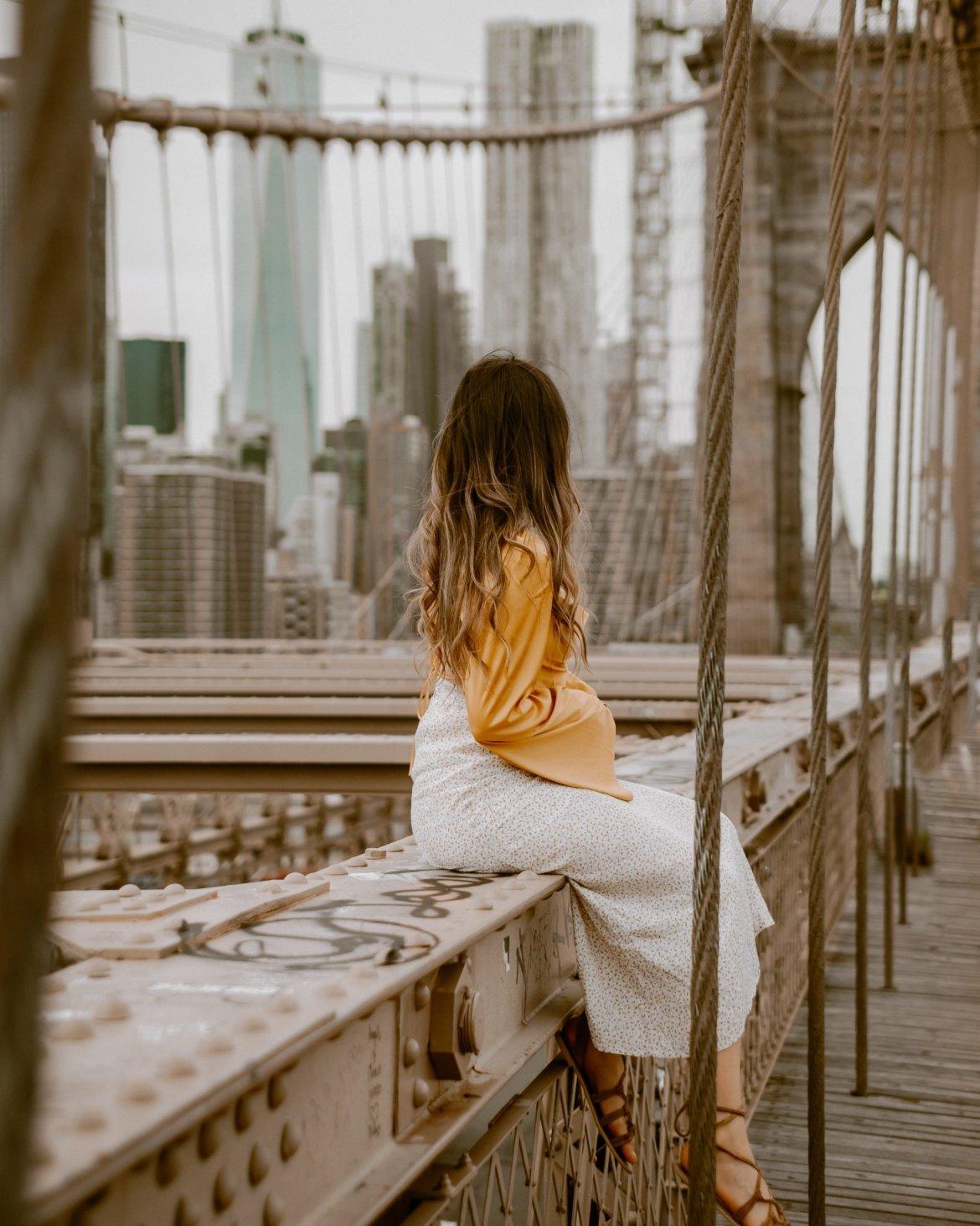 17 Best Instagram Worthy Spots in New York | Brooklyn Bridge Outfit