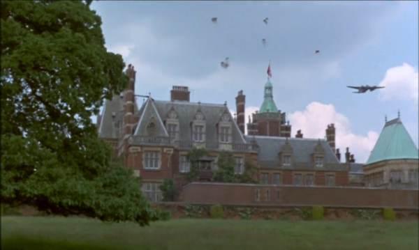 La prison d'Amiens n'était pas assez classe, alors on a pris un château. - capture du film