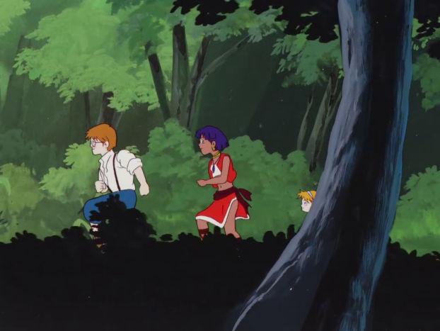 Jean, Nadia et Marie courent dans la forêt