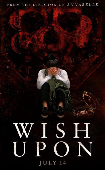 En Siete Deseos (Wish Upon), la joven de 17 años Clare Shannon (Joey King) apenas sobrevive al infierno que es el instituto, junto a sus amigas Meredith (Sydney Park) y June (Shannon Purser).