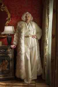 Sharon Stone est Lenore Osgood dans Ratched