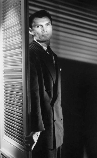 Jack Palance dans Le Masque arraché