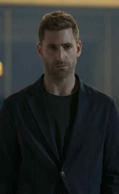 Oliver Jackson-Cohen dans Invisible Man