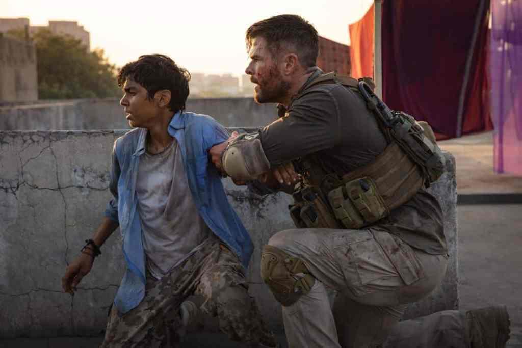 Tyler Rake (Extraction) : Chris Hemsworth et Rudhraksh Jaiswal
