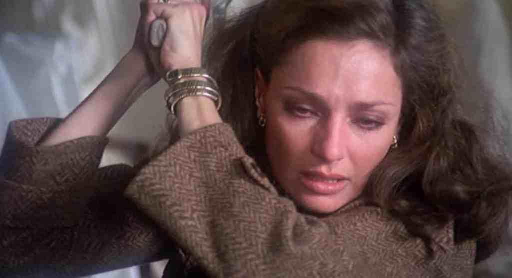 Jennifer O'Neill dans L'emmurée vivante
